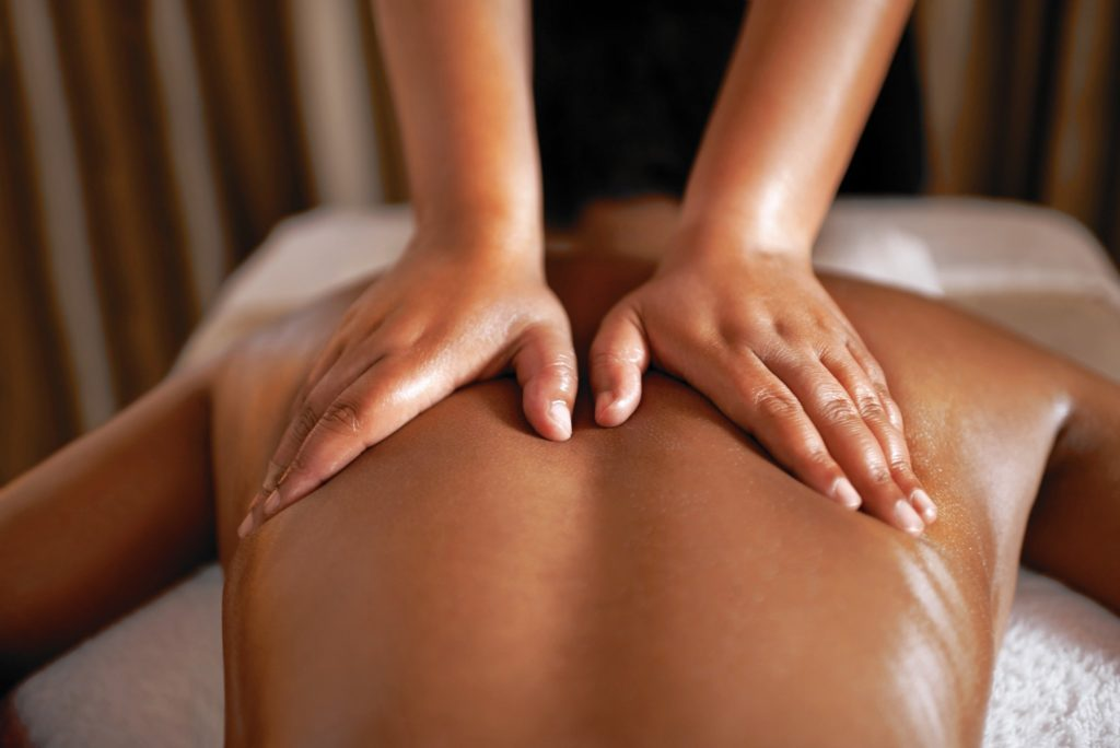 What Are The Roles of Masseur And Massage Oils in an Effective Ayurvedic Massage?